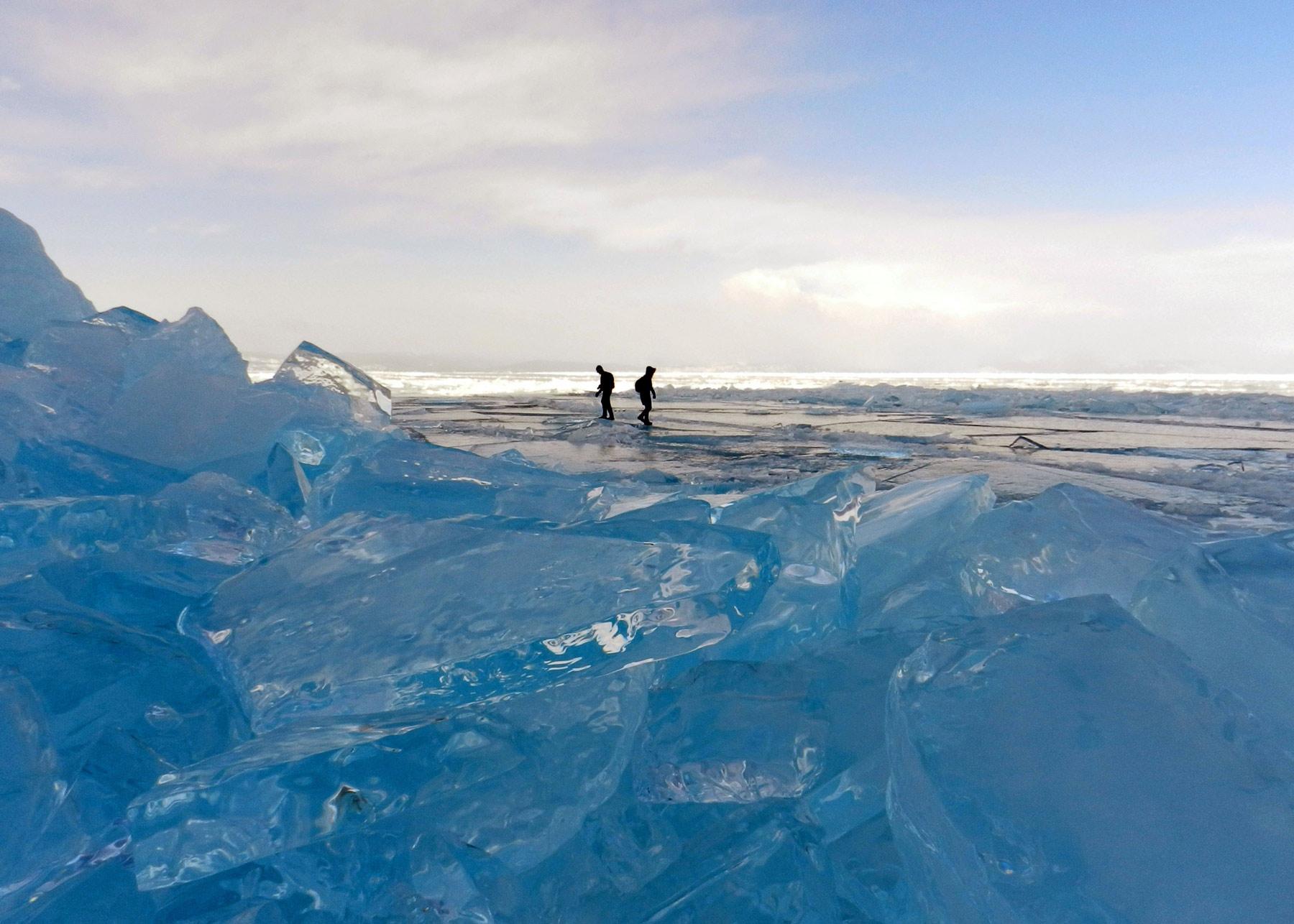 Когда замерзает Байкал? Ледяные торосы на замерзшем Байкале